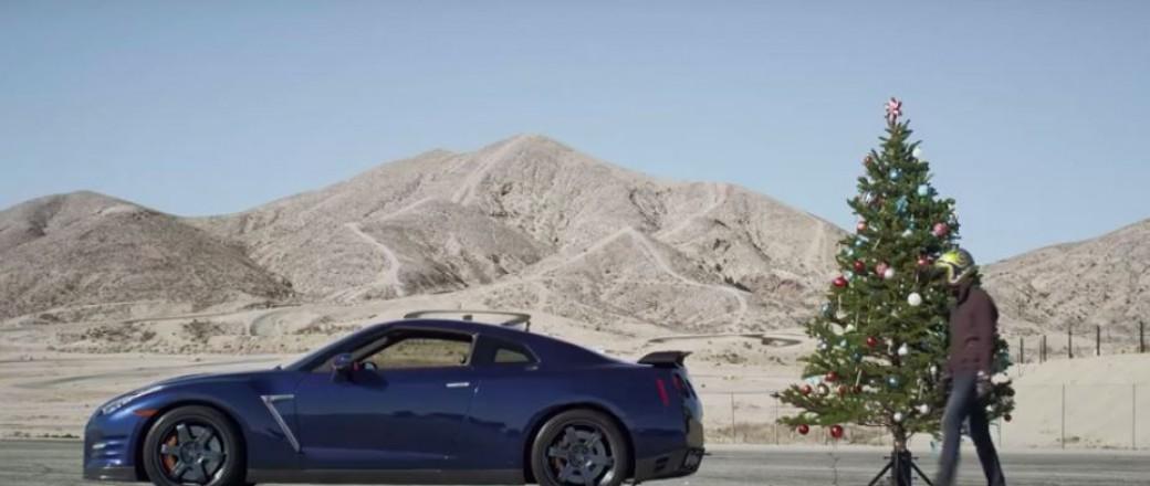La Nissan GT-R range vos décorations de Noël