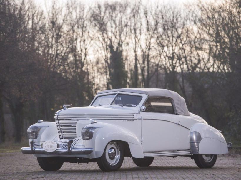 Graham Paige Type 97 Pourtout 1939 aux enchères 200 000€