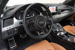volant Audi S8 Plus en vente aux enchères