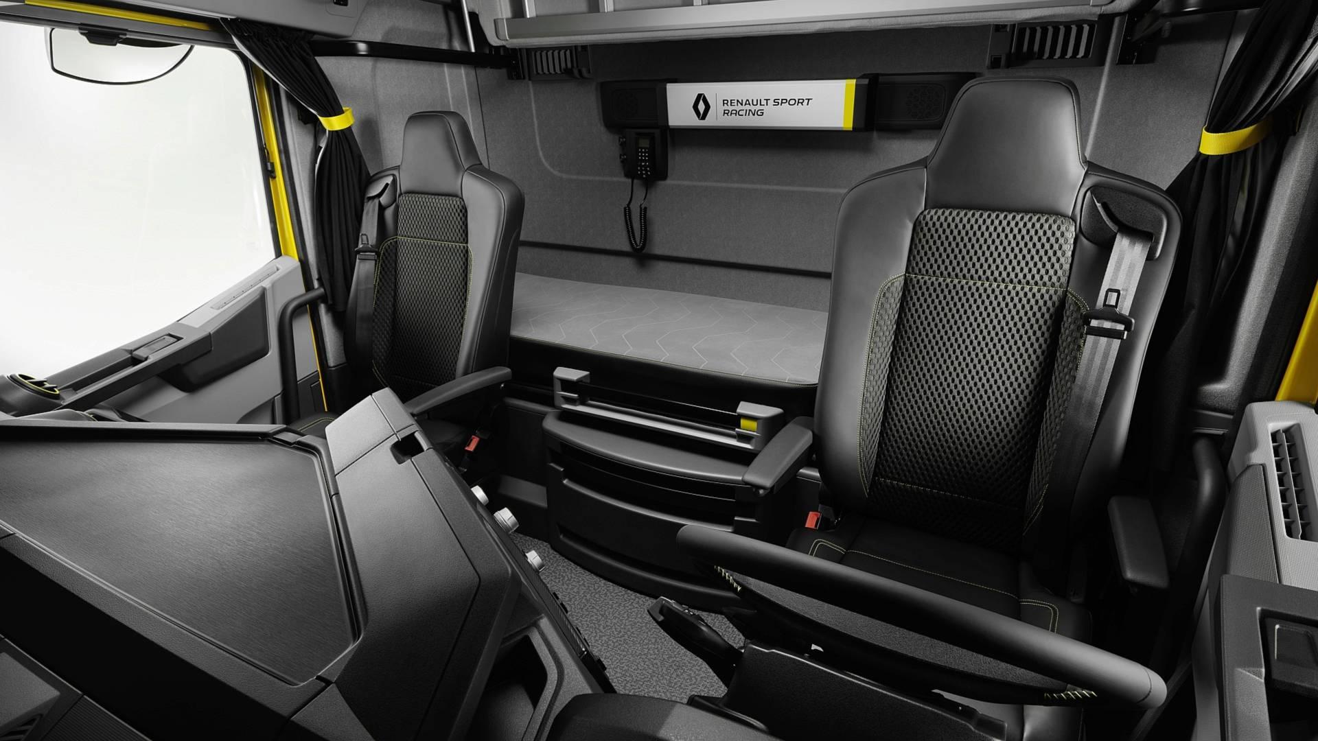 Camion Renault Sport interieur