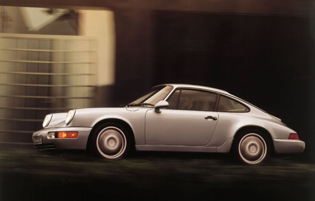 PORSCHE 911 Coupé Carrera 4